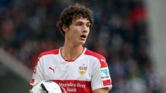 Indosport - Benjamin Pavard, pemain Stuttgart yang terancam degradasi ke Bundesliga 2 musim depan.