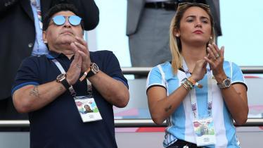 Diego Maradona dan Ricio Olivia - INDOSPORT