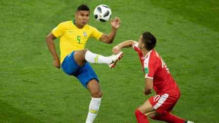 Gelandang Brasil, Casemiro harus absen di babak perempatfinal Piala Dunia 2018 karena akumulasi kartu kuning. - INDOSPORT