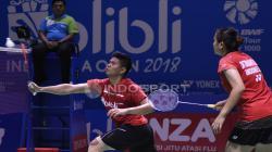 Ganda Campuran Indonesia, Praven/Oktavianti saat melawan pasangan Hongkong, Lee/Chou pada babak pertama Indonesia Open 2018 di Istora Senayan, Jakarta.