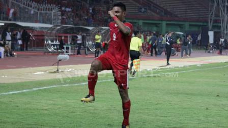 Rafli Mursalim langsung melakukan selebrasi setelah berhasil mencetak gol ke gawang Singapura.