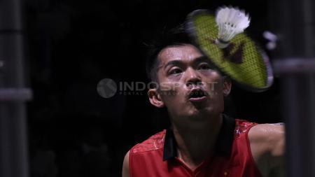 Lin Dan mengaku belum menyerah untuk mengejar tiket tampil di Olimpiade Tokyo 2020 meskipun dirinya sering menjadi 'mainan' pebulutangkis muda saat ini. - INDOSPORT