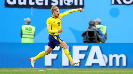 Emil Forsberg merayakan gol yang dicetaknya ke gawang Swiss. - INDOSPORT