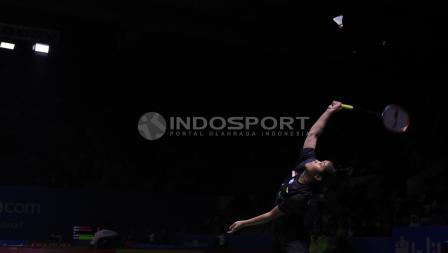 Tunggal putri Indonesia, Gregoria Marizka saat mengembalikan kok ke arah lawannya tunggal Taiwan, Lee Chia Hsin pada babak 32 besar Blibli Indonesia Open 2018 di Istora Senayan, Selasa (03/07/18).