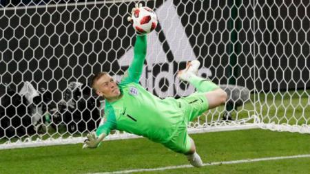 Penyelamatan Jordan Pickford di babak 16 besar Piala Dunia 2018. - INDOSPORT
