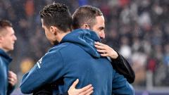 Indosport - Cristiano Ronaldo dan Gonzalo Higuain berpelukan