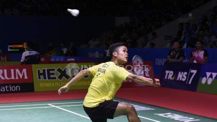 Anthony Ginting ketika bertanding melawan Kento Momota di Indonesia Open 2018, Kamis (05/07/18). Herry Ibrahim/INDOSPORT