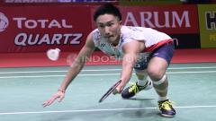 Indosport - Kento Momota ketika bertanding melawan Anthony Ginting di Indonesia Open 2018, Kamis (05/07/18).