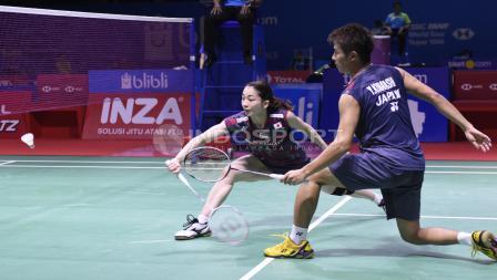 Ganda campuran asal Jepang, Yugo Kobayashi/Misaki Matsutomo, ketika bertanding melawan Tontowi Ahmad/Liliyana Natsir di Indonesia Open 2018, Kamis (05/07/18). Herry Ibrahim/INDOSPORT