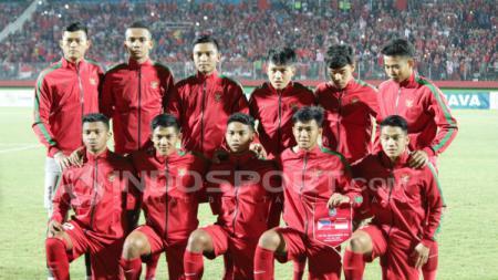 Timnas Indonesia U19 saat akan berhadapan dengan Filipina U19. - INDOSPORT