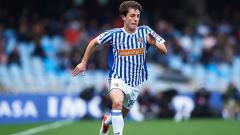 Indosport - Pemain baru Real Madrid, Alvaro Odriozola, saat masih berseragam Real Sociedad.