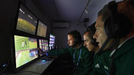 Video Assistant Referee di Piala Dunia 2018. - INDOSPORT