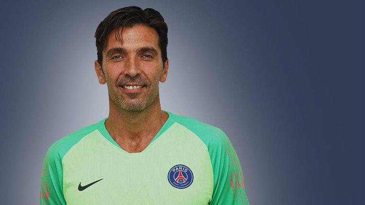 Buffon resmi diperkenalkan Paris Saint Germain. Copyright: PSG