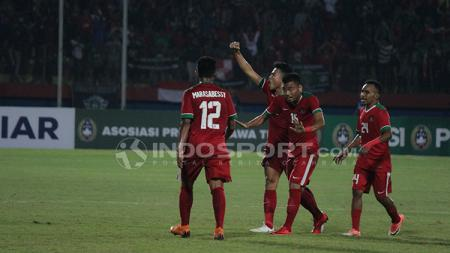 Selebrasi Timnas U-19 saat menghadapi Filipina U-19. Kamis (5/7/18). - INDOSPORT