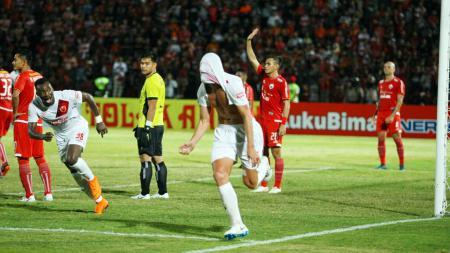 Steven Paulle melakukan selebrasi usai mencetak gol bagi PSM Makassar melawan Persija Jakarta di Stadion Sultan Agung, Bantul, Jumat (06/07/18). - INDOSPORT