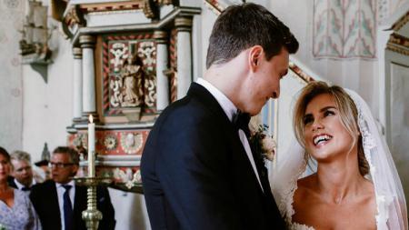 Victor Lindelof dan Maja Nilsson saat pernikahan. - INDOSPORT