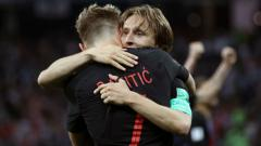 Indosport - Ivan Rakitic dan Luka Modric.