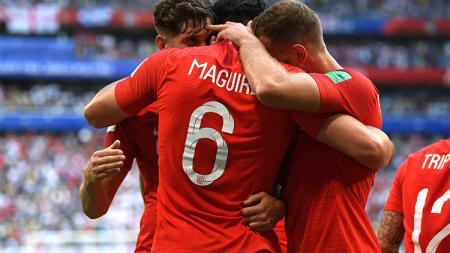 Selebrasi pemain Inggris atas gol pertama. - INDOSPORT