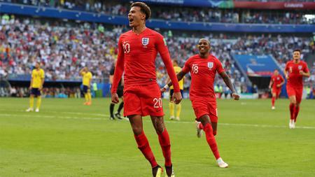 Dele Alli merayakan gol yang dicetaknya ke gawang Swedia. - INDOSPORT