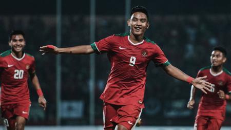 Striker Tim Nasional Indonesia U-19 Rafli Mursalim saat mencetak gol ke gawang Vietnam U-19 di Piala AFF U-18 2018. - INDOSPORT