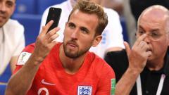 Indosport - Harry Kane langsung menelepon kekasihnya usai kemenangan atas Swedia, Sabtu (07/07/18) kemarin.