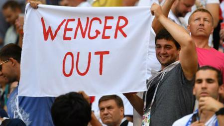 kalimat Wenger Out sempat ramai dimedia sosial yang berujung pada penyesalan para penggemar Arsenal saat ini - INDOSPORT