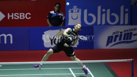 Kocak, begini ekspresi kaget dari ratu bulutangkis dunia, Tai Tzu Ying saat tahu ternyata pukulan yang dilakukannya tidak mengenai bola. - INDOSPORT