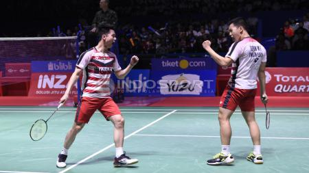 Aksi selebrasi Marcus Fernaldi Gideon/Kevin Sanjaya Sukamuljo menjadi juara Indonesia Open 2018. - INDOSPORT
