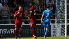 Indosport - Pemain Liverpool Ryan Kent usai mencetak gol ke gawang Chester di laga uji coba, (07/07/18).