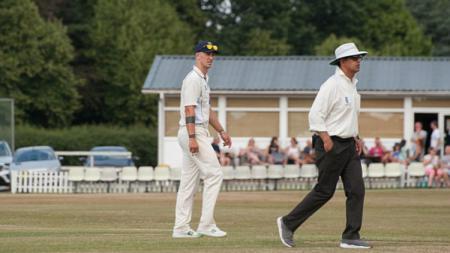 Joe Hart malah bermain Cricket di kampung halamannya. - INDOSPORT