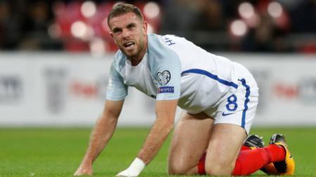Pemain Inggris, Jordan Henderson yang merupakan kapten Liverpool batal tampil di Kualifikasi Euro 2020 karena sakit. - INDOSPORT