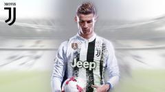 Indosport - Poster Cristiano Ronaldo bertema jersey Juventus dan Real Madrid.