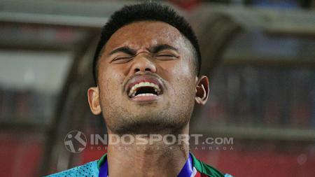 Sadil Ramdani larut menyanyikan Indonesia Raya. Sabtu (7/7/18). - INDOSPORT