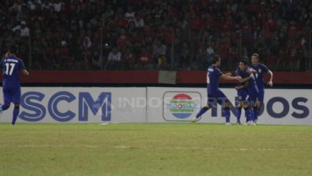 Pemain Thailand merayakan gol.