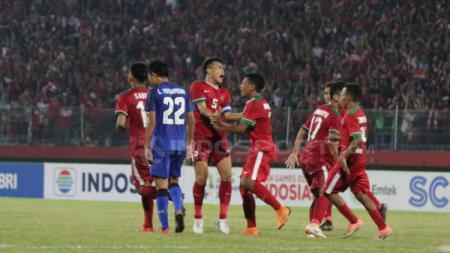 Aksi selebrasi pemain Timnas Indonesia usai Rifad Marasabessy mencetak gol. - INDOSPORT