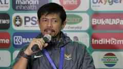 Indosport - Indra Sjafri saat press conference usai laga berakhir. Senin (9/7/18).