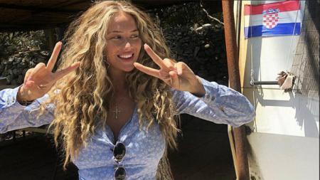 Izabel, istri Mateo Kovacic, yang memiliki paras dan keseksian yang mirip Shakira. - INDOSPORT