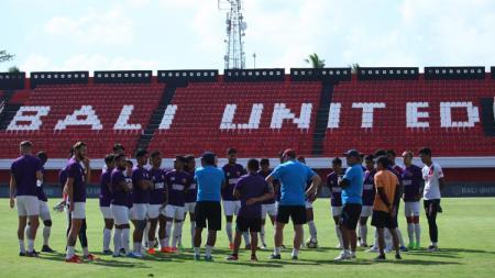 Official Training PSM Makassar di Stadion I Wayan Dipta, Selasa (10/07/18). - INDOSPORT
