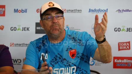 Pelatih PSM Makassar, Robert Rene Alberts dalam jumpa pers. - INDOSPORT