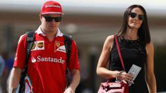 Indosport - Kimi Raikkonen bersama sang istri, Minttu Virtanen.