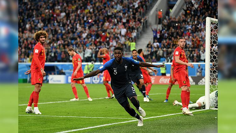Selebrasi kegembiraan Samuel Umtiti usai mencetak gol ke gawang Belgia. Copyright: INDOSPORT