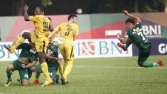 Indosport - Bhayangkara vs Persebaya pada laga lanjutan Liga 1 2018.