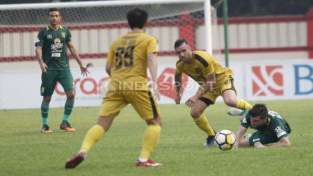 Bhayangkara vs Persebaya pada laga lanjutan Liga 1 2018. - INDOSPORT