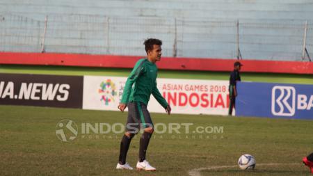 Egy Maulana saat latihan bersama Timnas Indonesia U19. - INDOSPORT