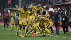 Indosport - Pemain Bhayangkara merayakan gol pada laga lanjutan Liga 1 2018.