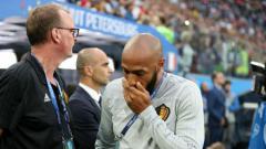 Indosport - Aksi kecewa Asisten Pelatih Timnas Belgia, Thierry Henry.