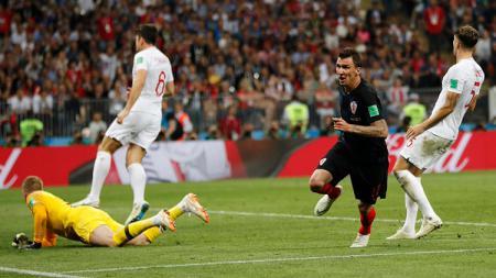 Mario Mandzukic mencetak gol saat Kroasia vs Inggris di Piala Dunia 2018. - INDOSPORT