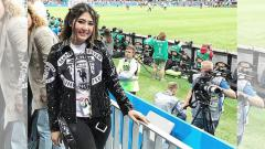 Indosport - Via Vallen menyaksikan laga Kroasia vs Inggris