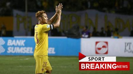 Hamka Hamzah salam perpisahan bersana Sriwijaya FC. - INDOSPORT