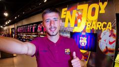Indosport - AC Milan dikabarkan tertarik memboyong bek tengah klub raksasa LaLiga, Barcelona, Clement Lenglet pada bursa transfer Januari 2021.